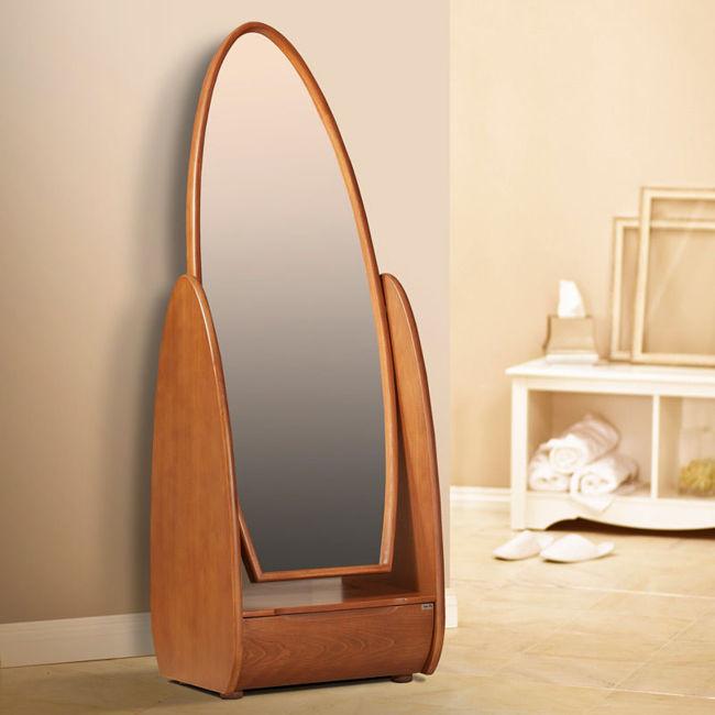 تصویر آینه ایستاده تینا