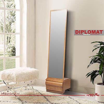 تصویر آینه قدی دیپلمات